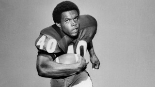 Gale Sayers: Legendary Bears running back dead at 77