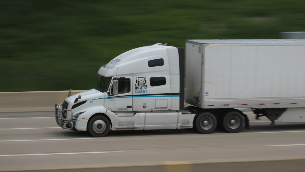 Federal Government Move To Ease Drive Time Rules For Semi Truck Drivers