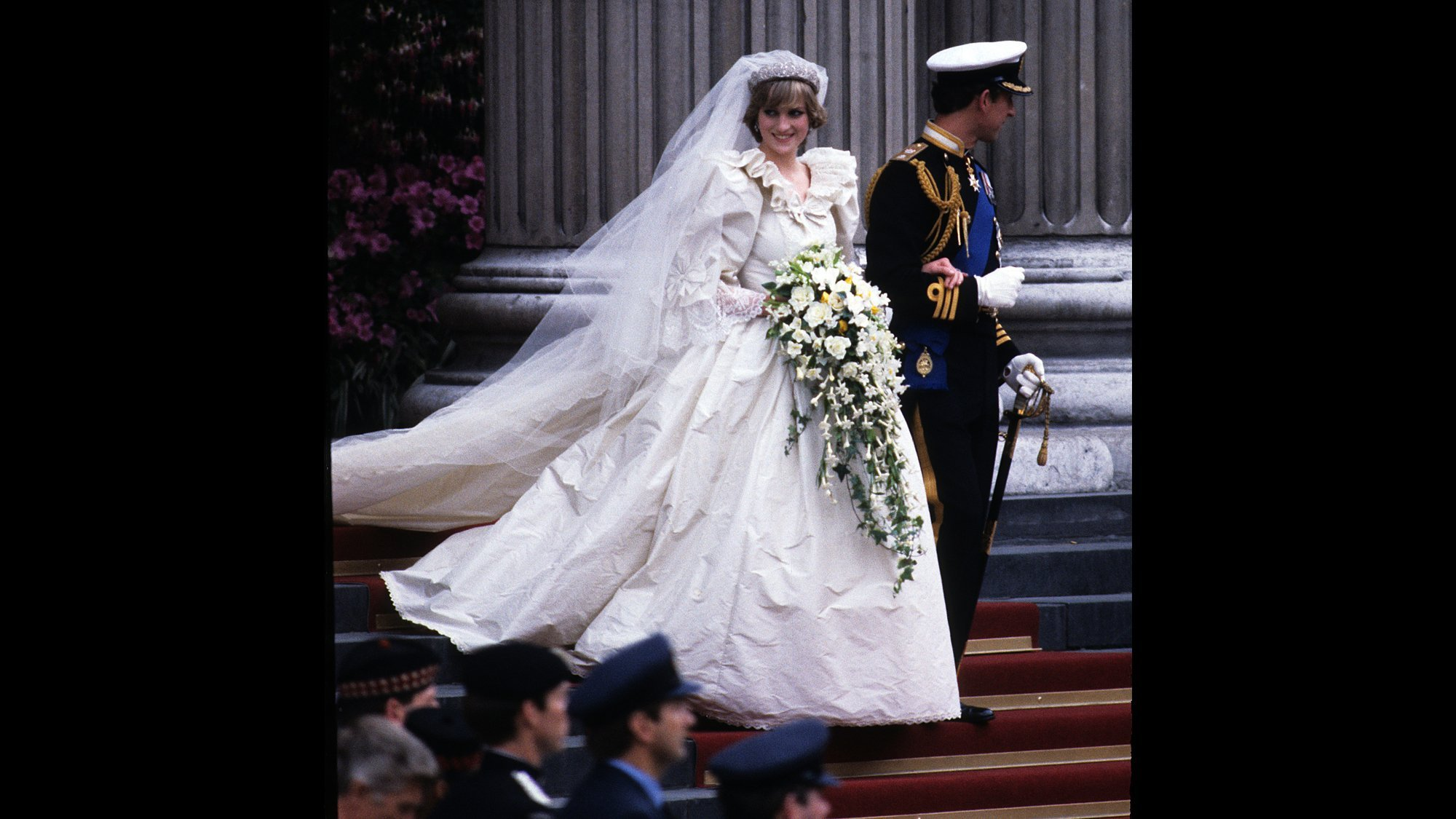 Celebrities And Fans Honor Princess Diana S Death More Than Two