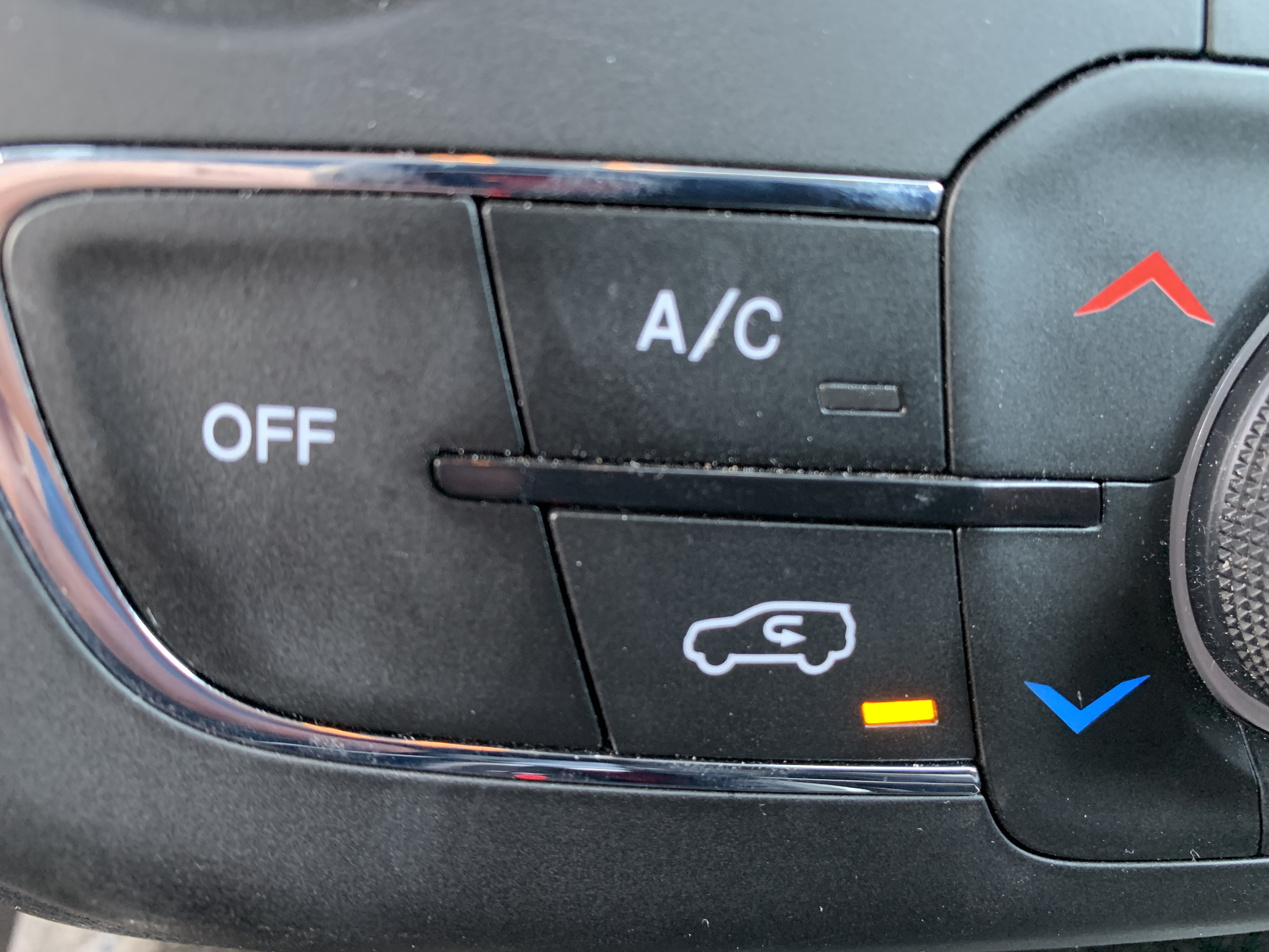 Here S What The Air Recirculation Button In Your Car Actually Does Why It S Great In The Summer