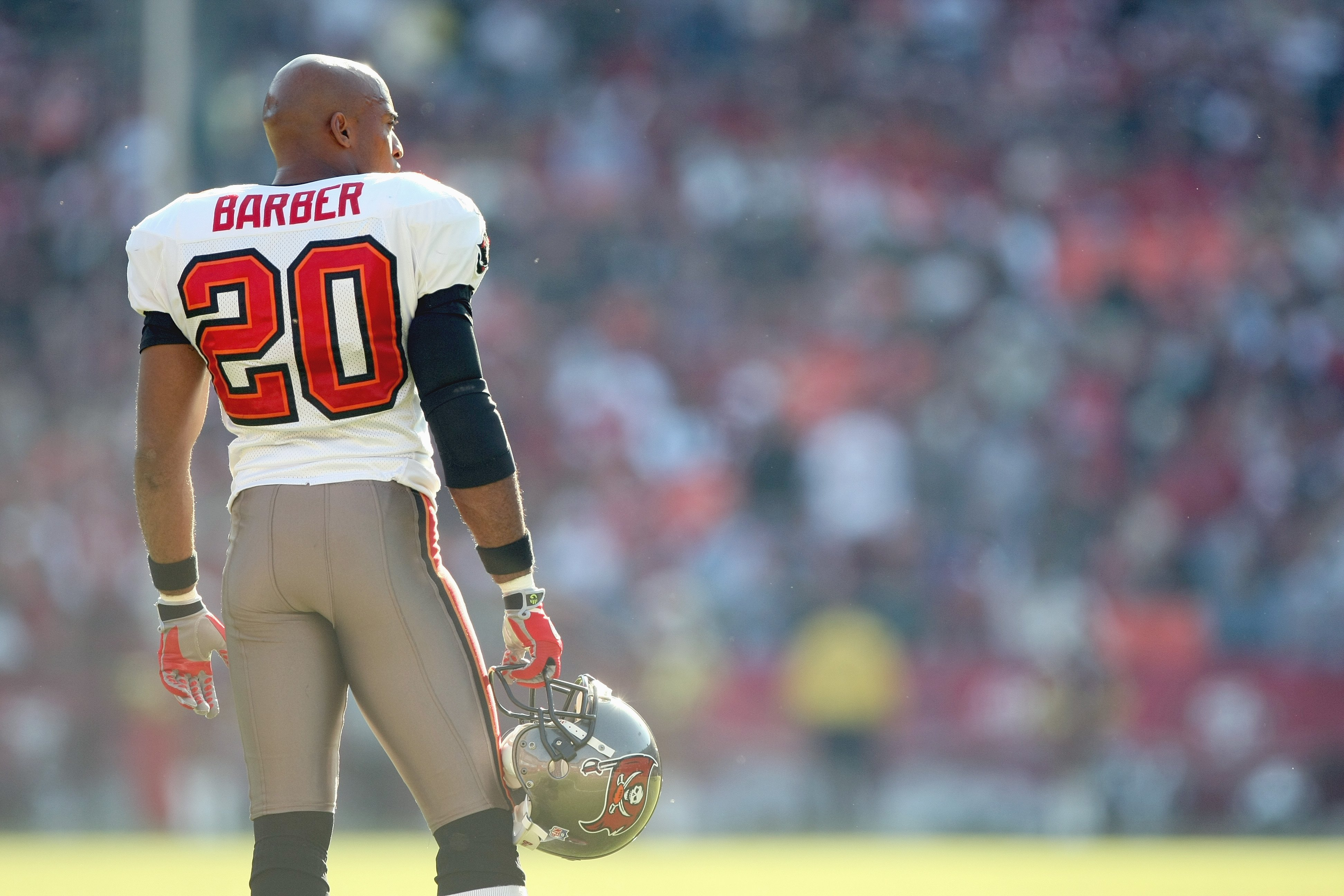 new product fb596 c9ae7 Rondé Barber to be inducted into Buccaneers Ring of Honor ...