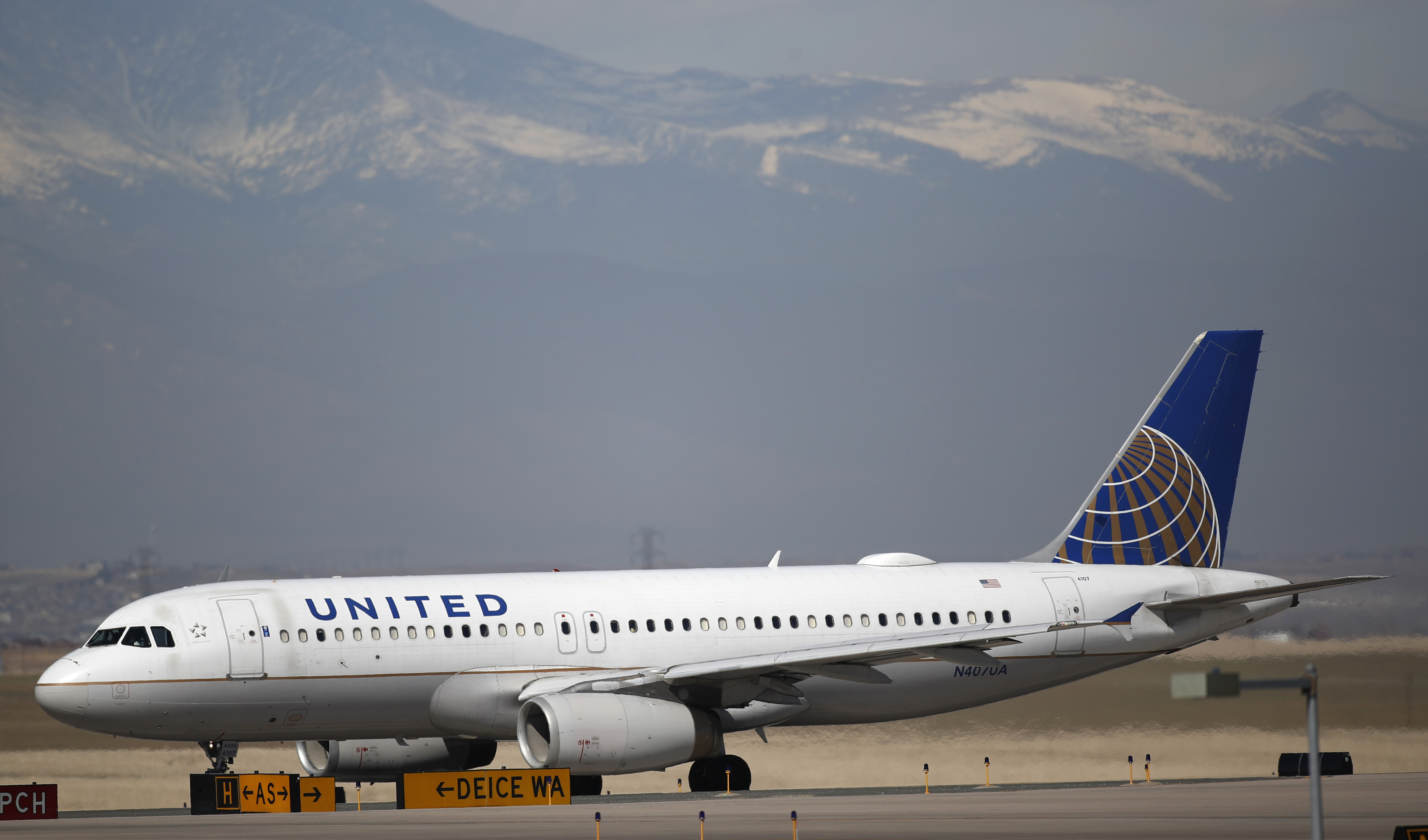 thedenverchannel.com - Associated Press - United Airlines sends layoff notices to 45% of US employees