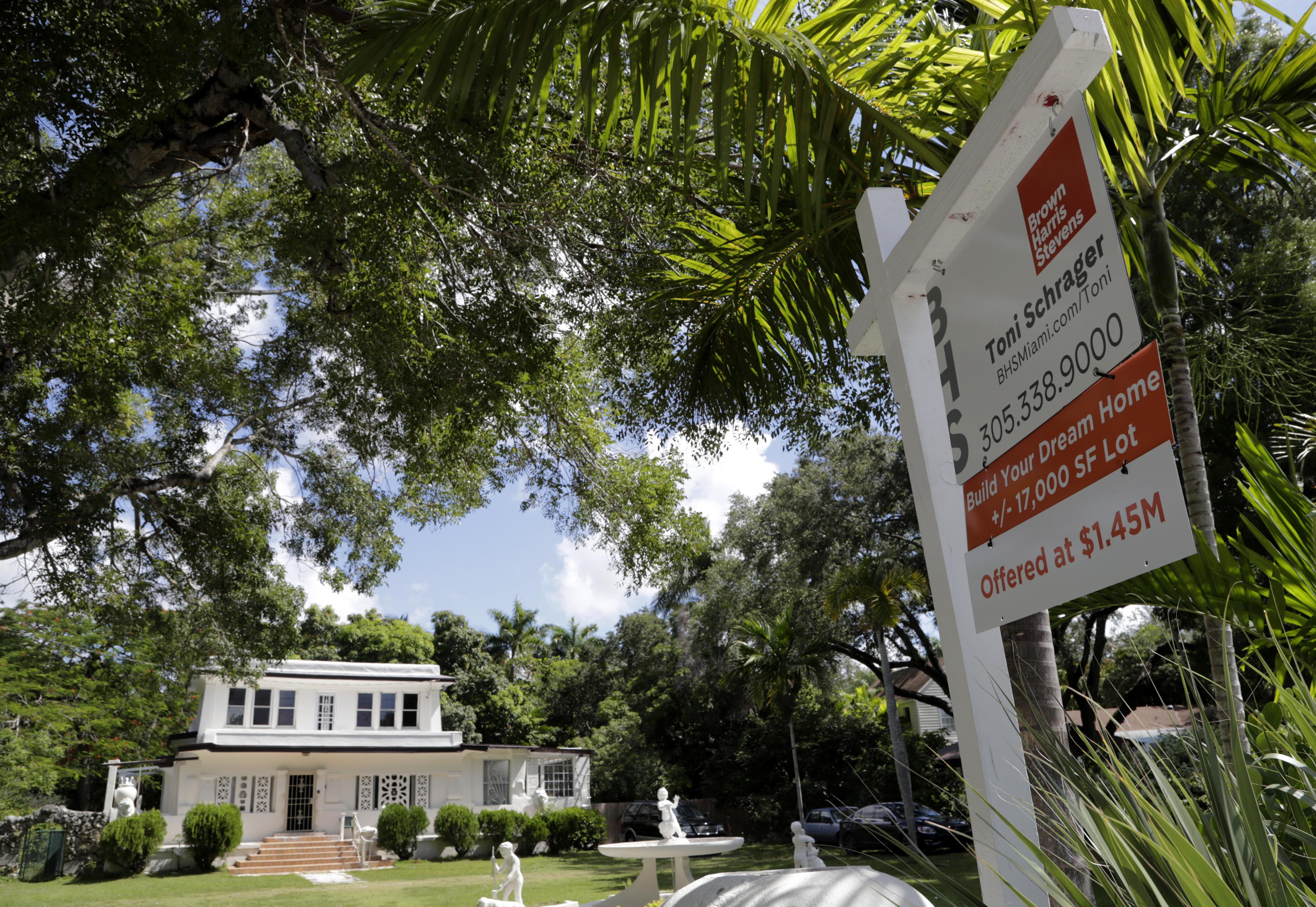 wptv.com - Kathy Fernandez - Florida real estate estimated to be 20% overvalued