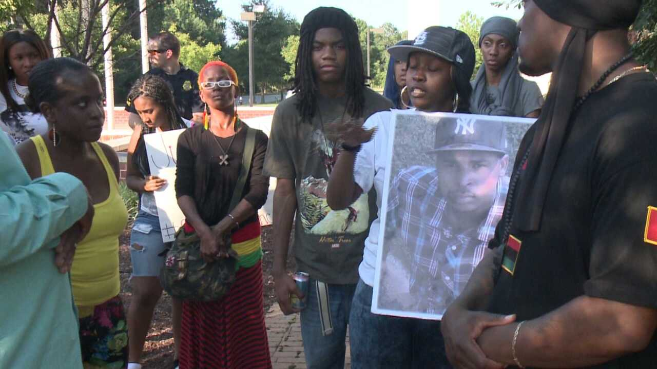 Concerned citizens hold rally for Ferguson in NewportNews