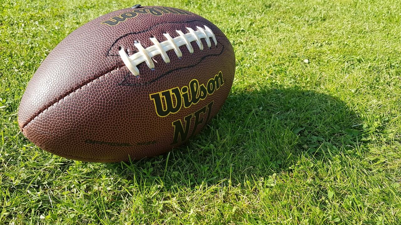 american-football-2940149_1920.jpg