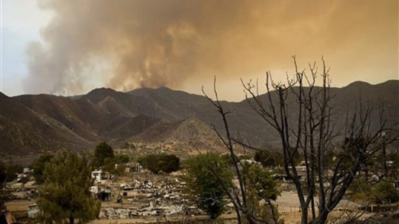 Firefighters advance on deadly central California wildfire