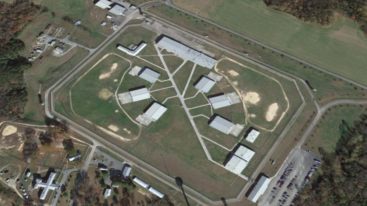 1 inmate dead, 7 others treated after suspected overdoses at Virginiaprison