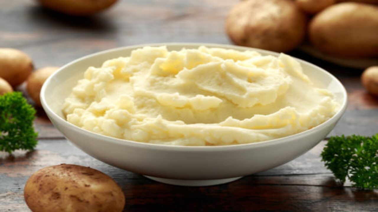 Why You Should Try Adding Salt And Vinegar To Your Mashed Potatoes