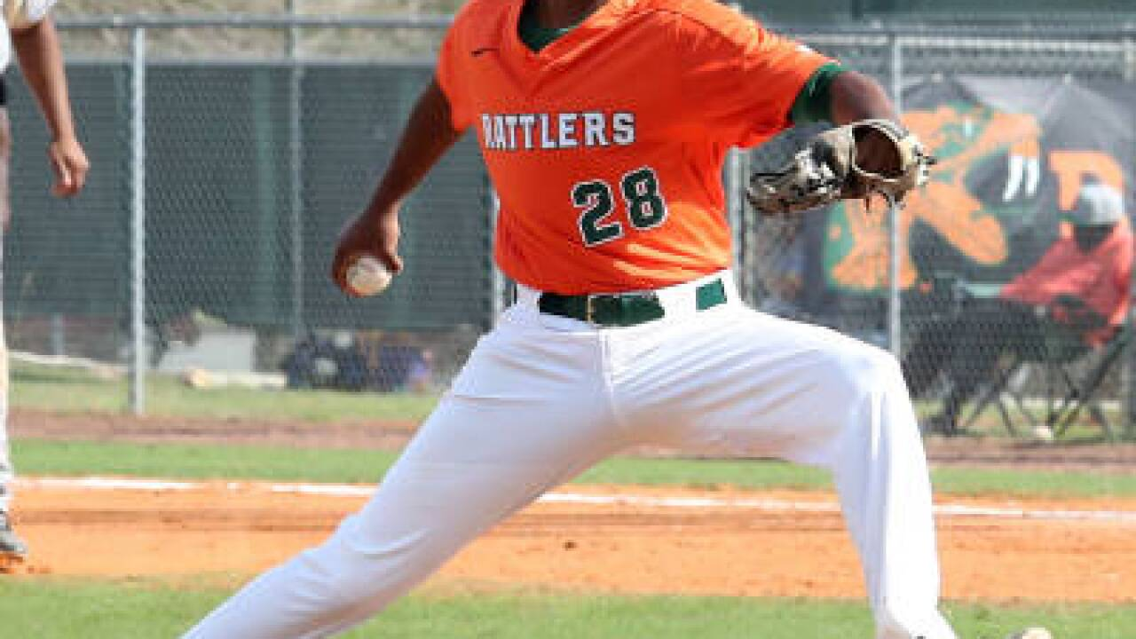 Rattlers Split Saturday 'Bill With Wildcats