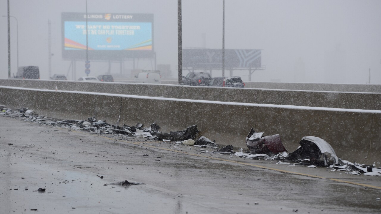 Pileup along icy Chicago expressway sends 14 to hospitals