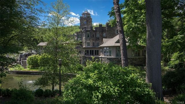 Photos Derek Jeter Lists New York Castle For 1475 Million