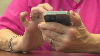 Fraudsters lurking in online phone number search results