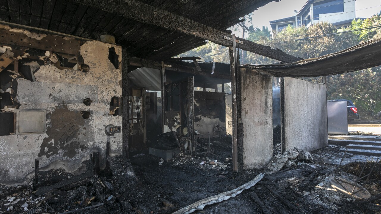 Fasting Moving Getty Fire Threatens Homes And Forces Evacuations In Affluent Section Of Los Angeles