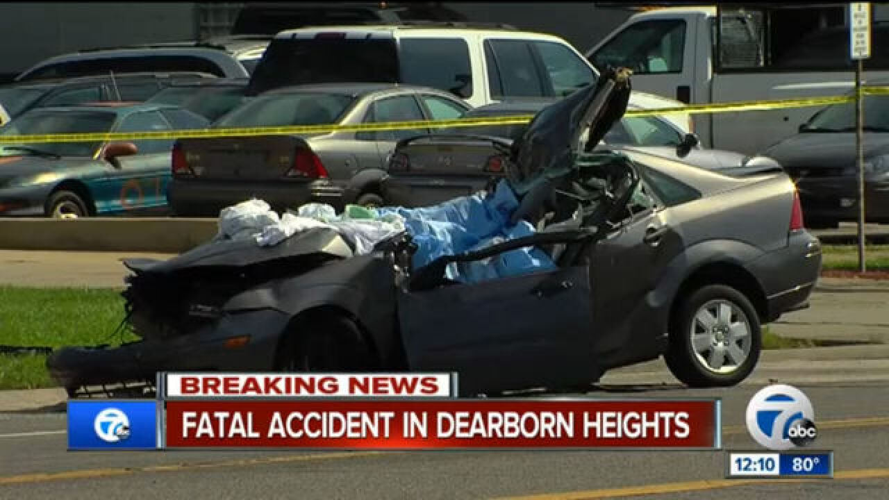 2 killed in semi truck crash in Dearborn Heights
