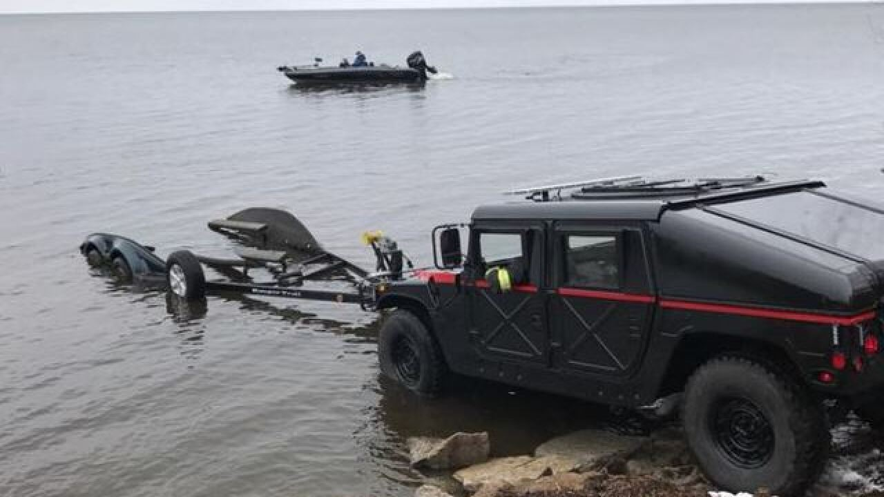 Oconto law enforcement rescues eight stranded fishermen on Green Bay