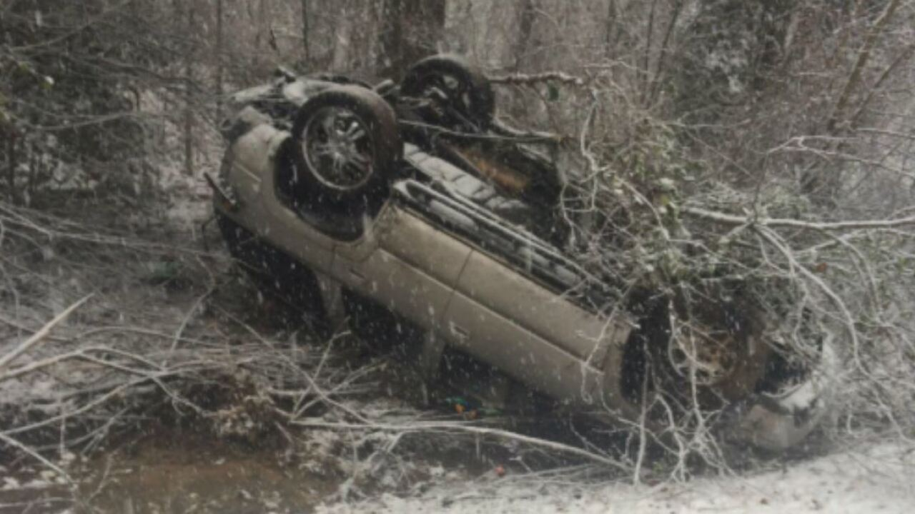 Drivers crashing on snowy Virginia roads: 'Please STAY HOME'