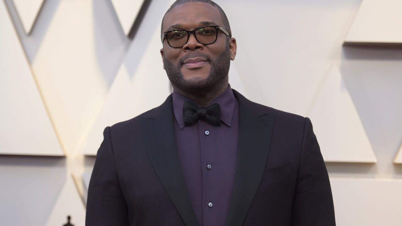 Tyler Perry surprises elderly, high-risk shoppers by paying for groceries in Atlanta, Louisiana
