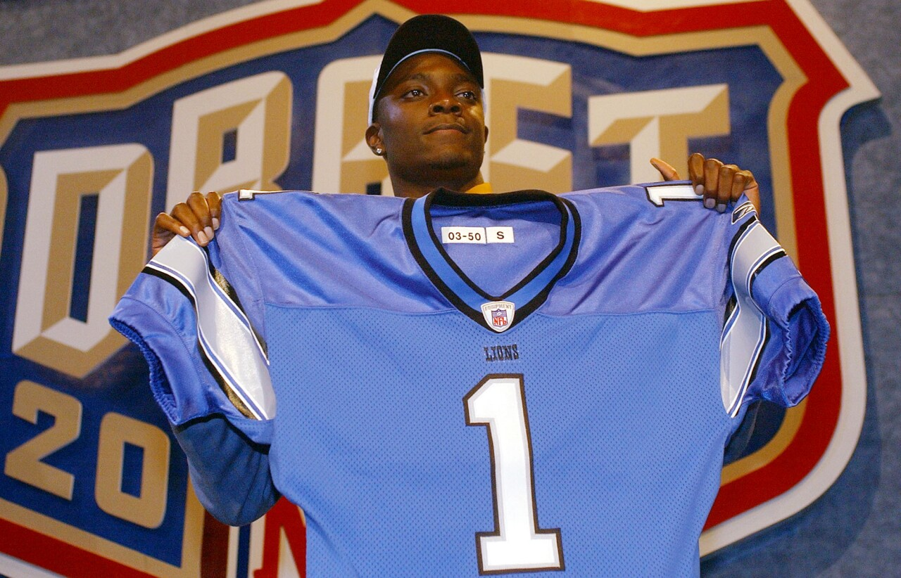 Charles Rogers holds up Detroit Lions jersey at 2003 NFL Draft