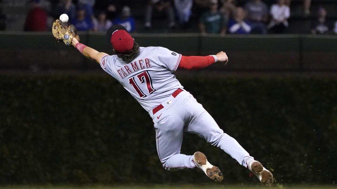 Kyle Farmer catch