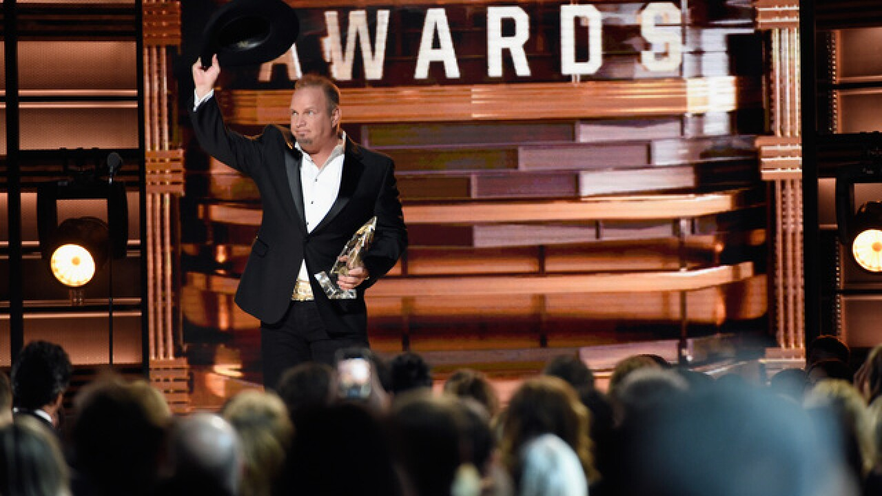 Garth Brooks finds big CMA win, performs with wife Trisha Yearwood (WATCH)