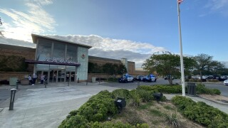 stabbing, outside of mall with cops.jpg