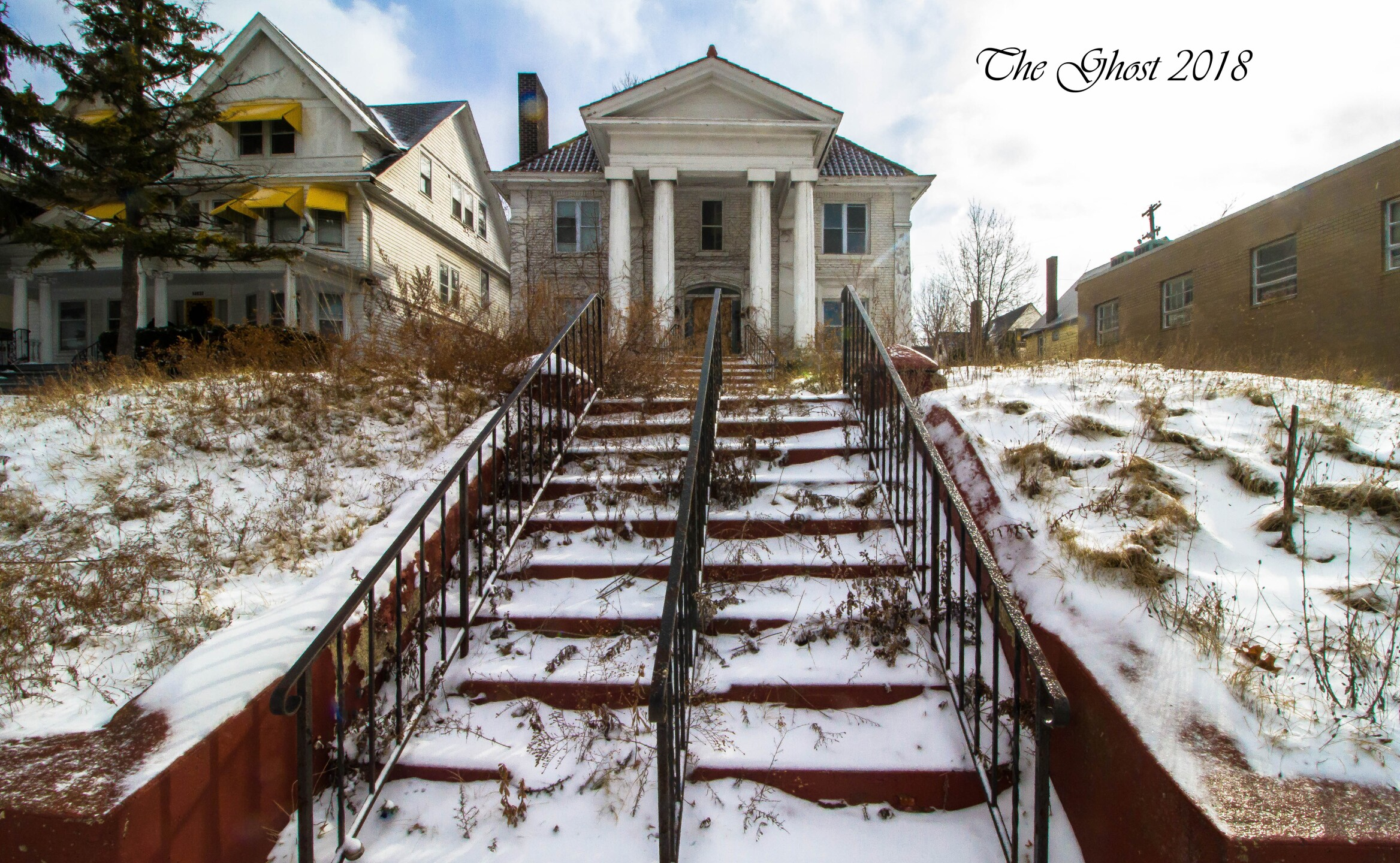 The Forgotten Ghost - urban explorer documents East Cleveland