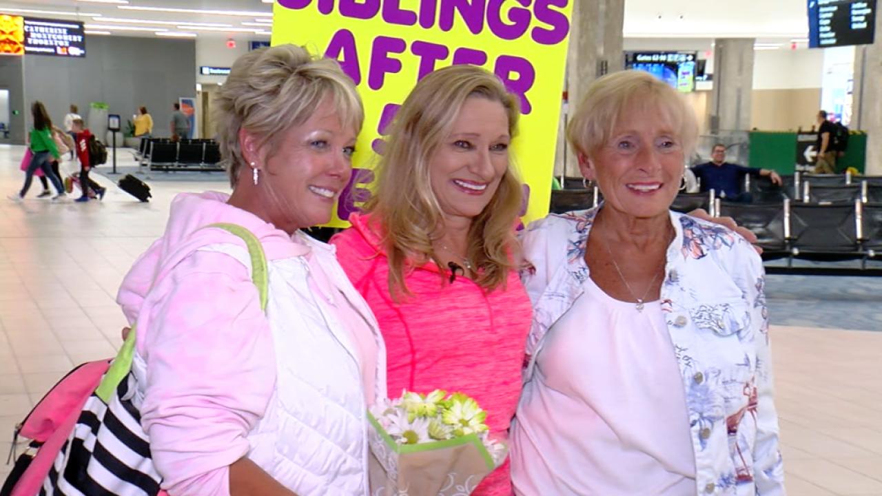 Jody Castle meets sisters Jennifer and Fran