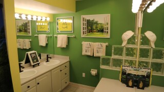 Masters super fan creates golfer's dream bathroom