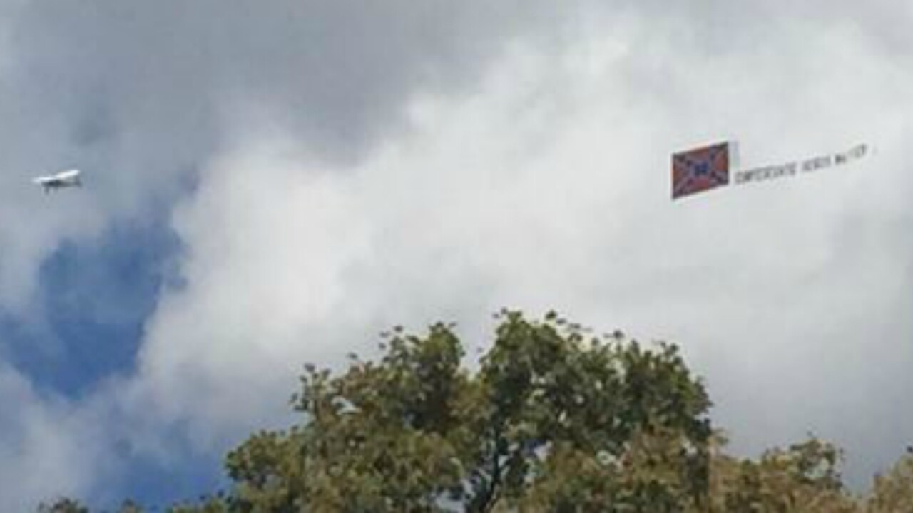 Confederate plane flies over Richmond during UCI Road WorldChampionships