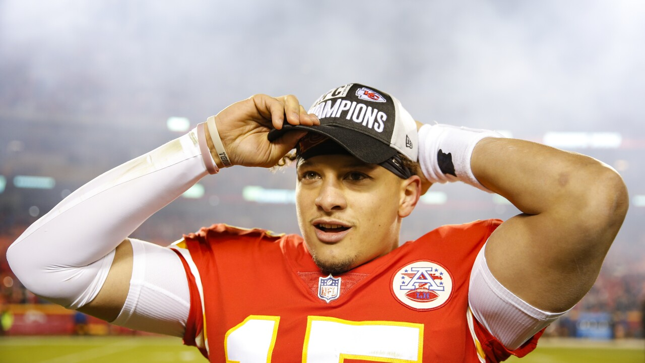 Mahomes 'here to stay' after signing 10-year extension with Chiefs