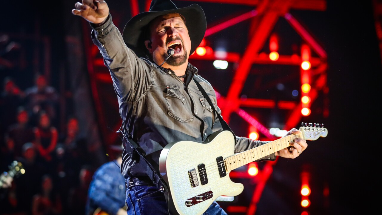 In which Virginia dive bar should Garth Brooks perform?