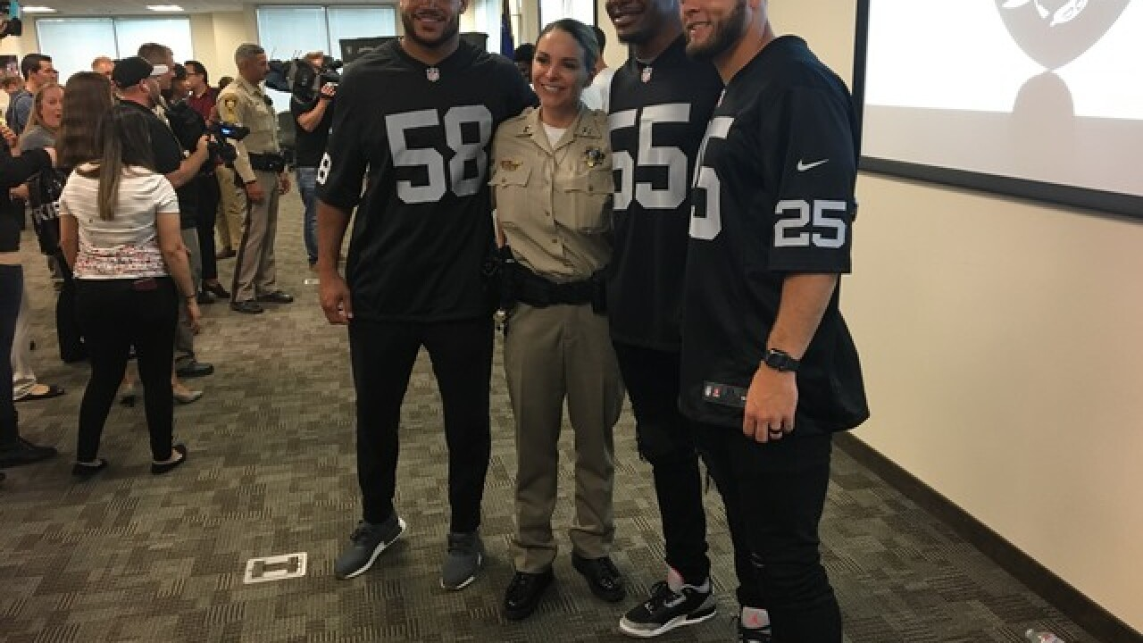 VGK and Raiders serve lunch to first responders