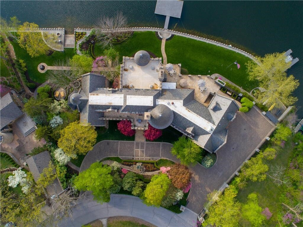 weatherby lake mansion 2