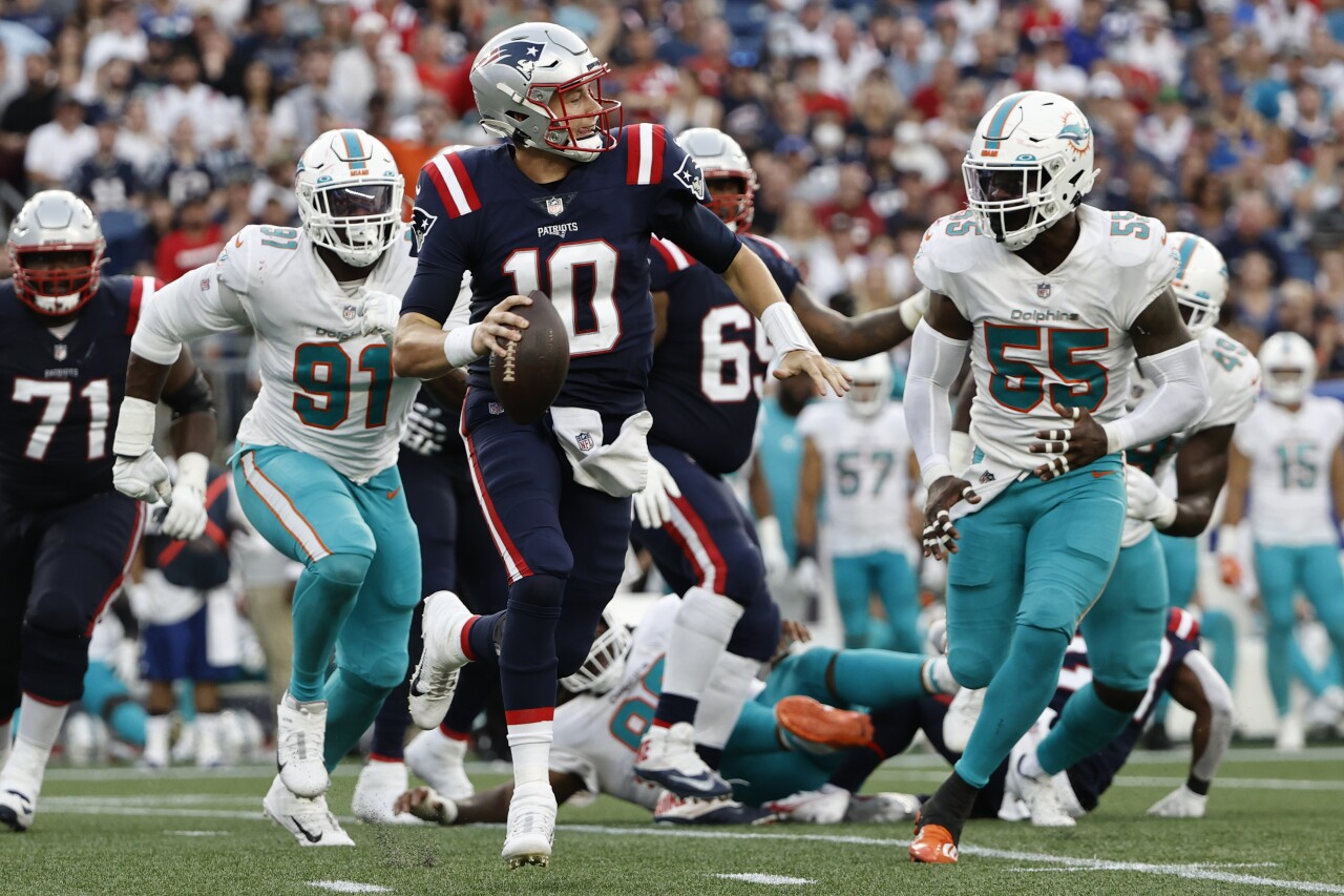 New England Patriots QB Mac Jones looks to pass vs. Miami Dolphins in 2021