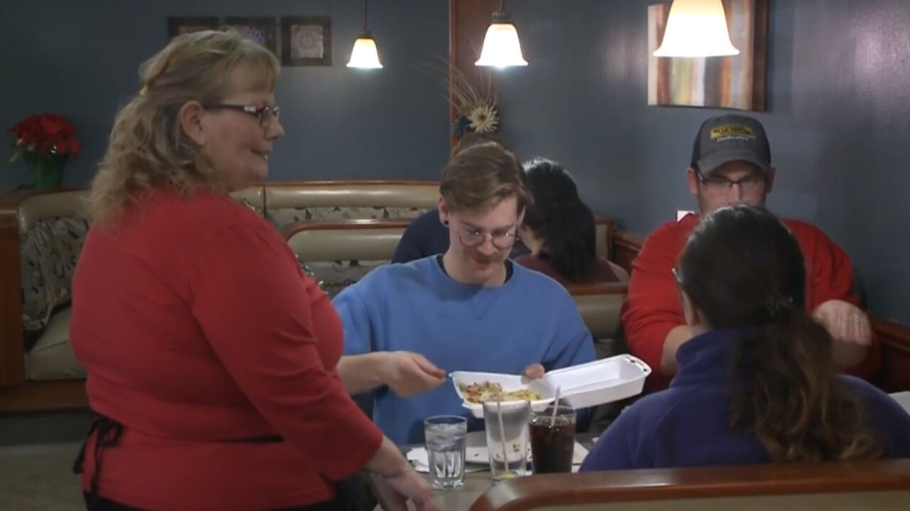 Waitress receives $1,300 tip from a group of strangers