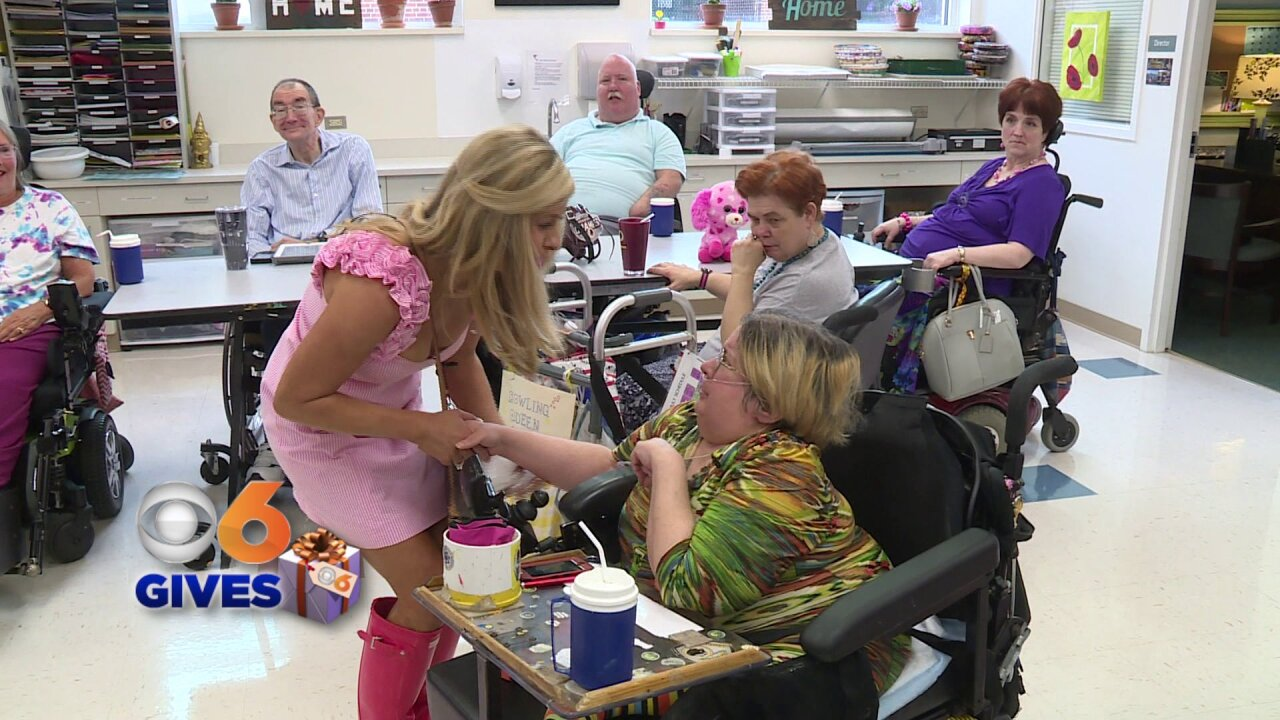 Nikki-Dee Ray treats residents of the Virginia Home to freshbreakfast