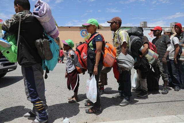 Migrant caravan approaches US-Mexico border