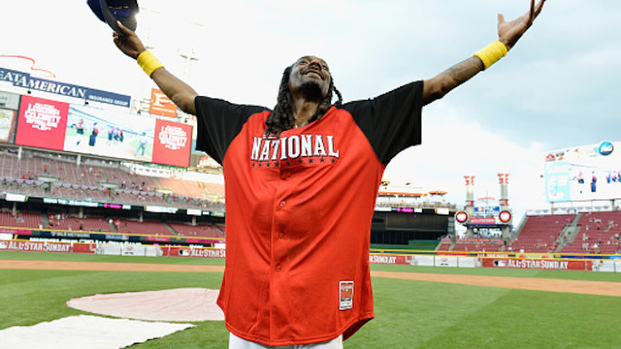 Snoop Dogg first pitch: Just a bit outside