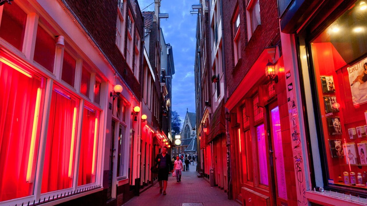 Amsterdam bans Red Light District tours