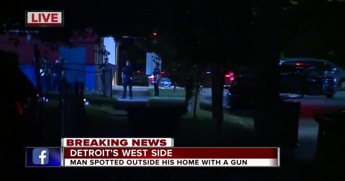 Detroit police on scene of barricaded gunman