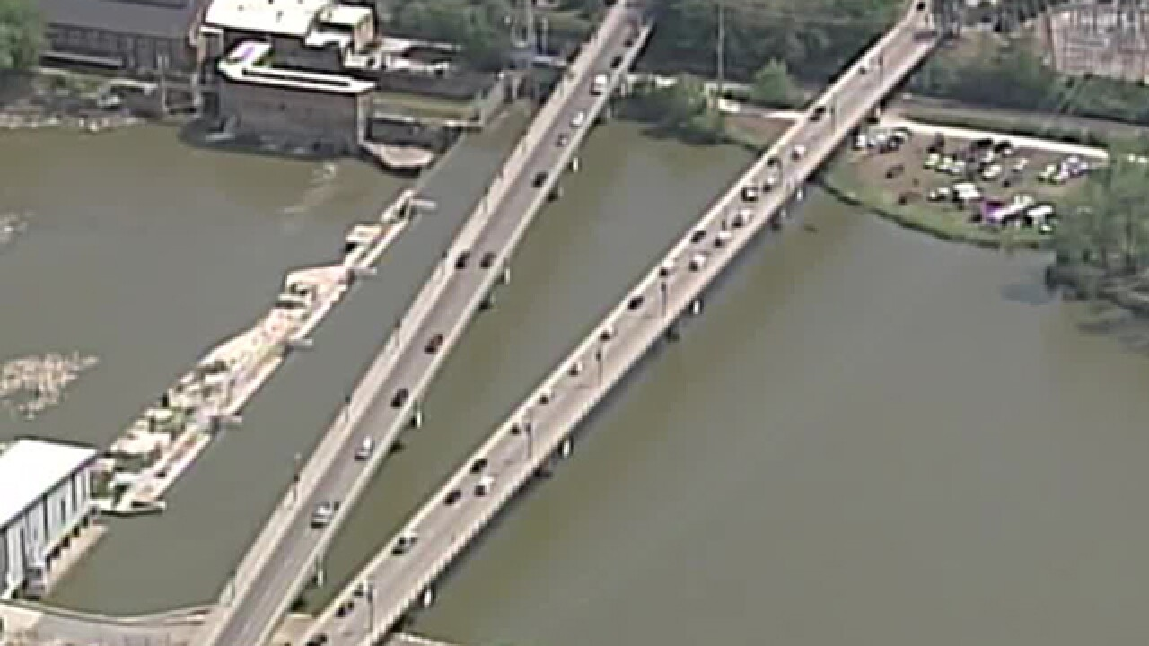 2 people pulled from Kansas River in Lawrence