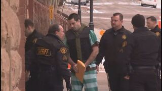 Patrick Frazee enters court.jpg