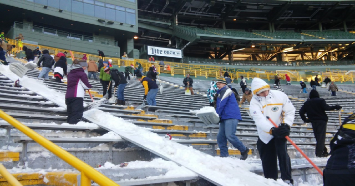 Shovel helpers needed at Lambeau Field for snow removal