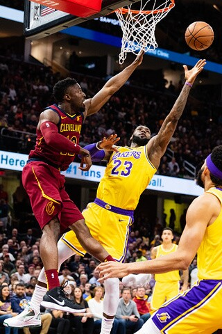 IMAGES: Cavs fall to Lakers in first game against LeBron James, 109-105