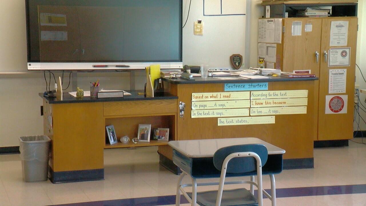 teacherdeskclass.jpg