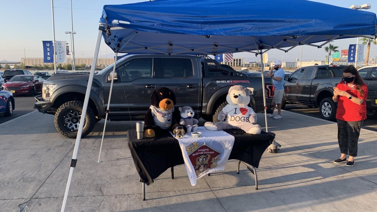 Raiders' Maxx Crosby hosts meet & greet for local nonprofit