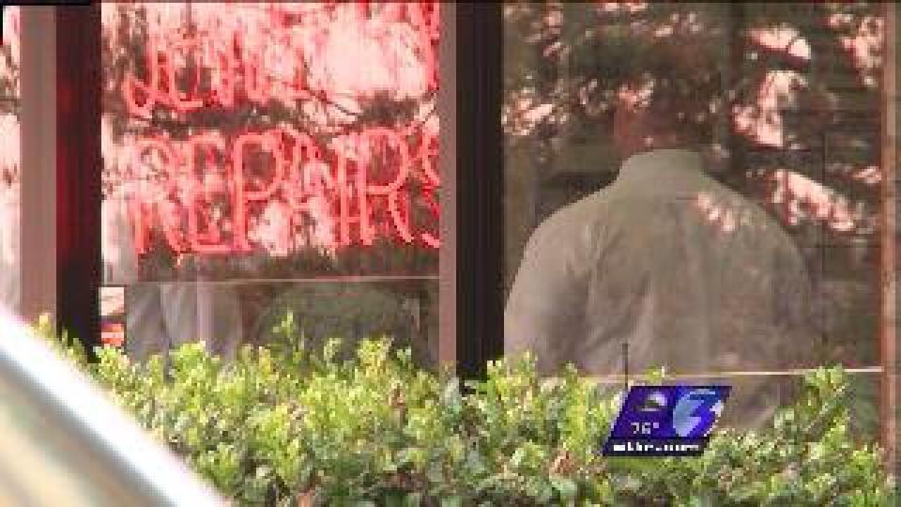 Police investigate robbery at Beach jewelry store