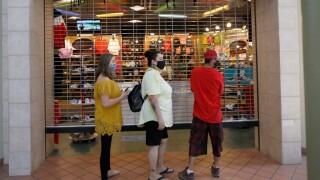 retail_shoppers_pandemic_line_apphoto.jpg