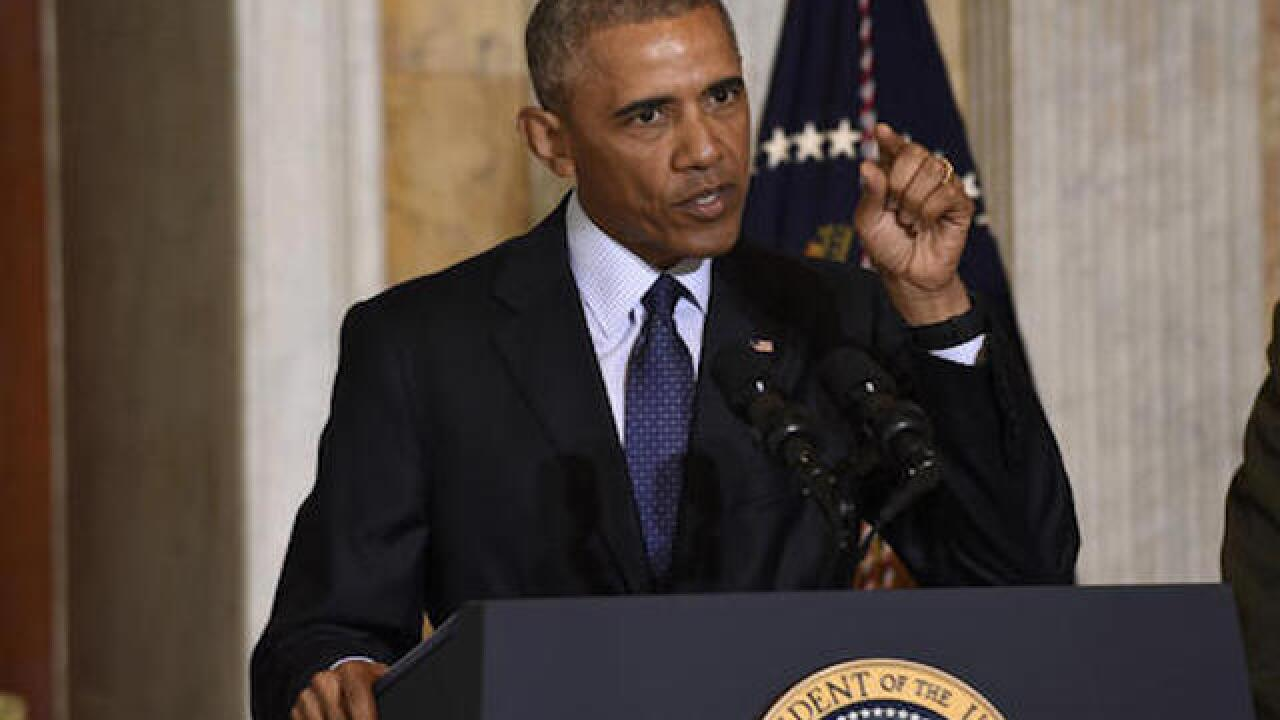 Obama meets with law enforcement officials, Black Lives Matter leaders