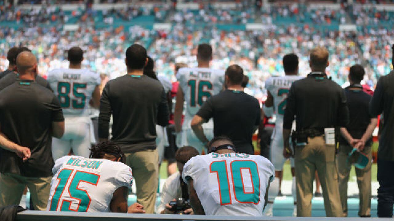 2 players kneel for anthem, Kaepernick tweets to thank them